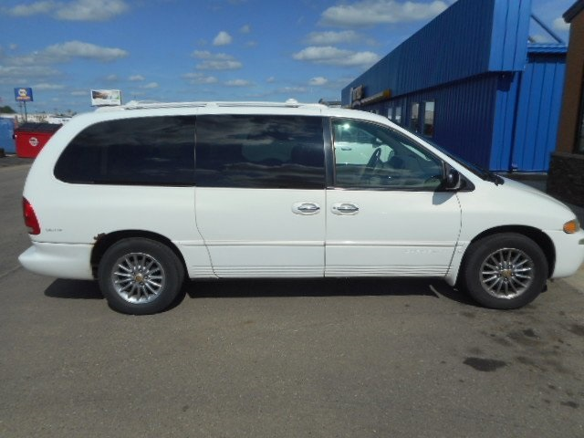 Pre-Owned 1999 Chrysler Town & Country Limited