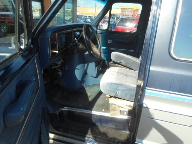 Pre-Owned 1988 Ford E-150 Base